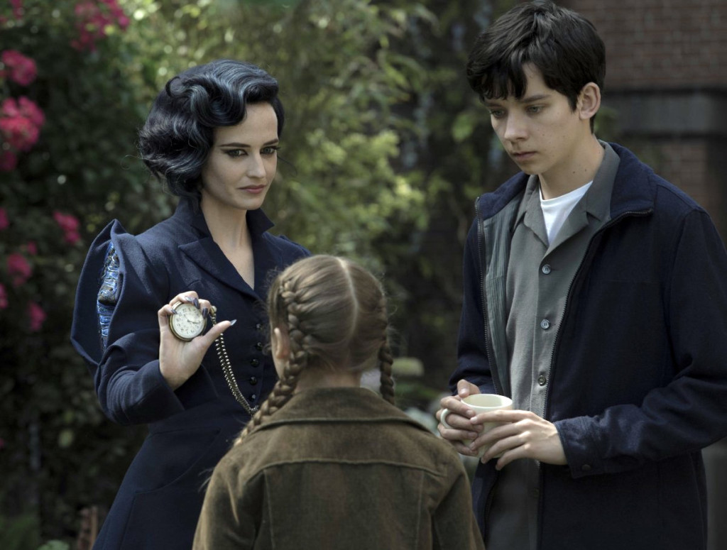 eva-green-and-asa-butterfield-in-miss-peregrines-home-for-peculiar-children