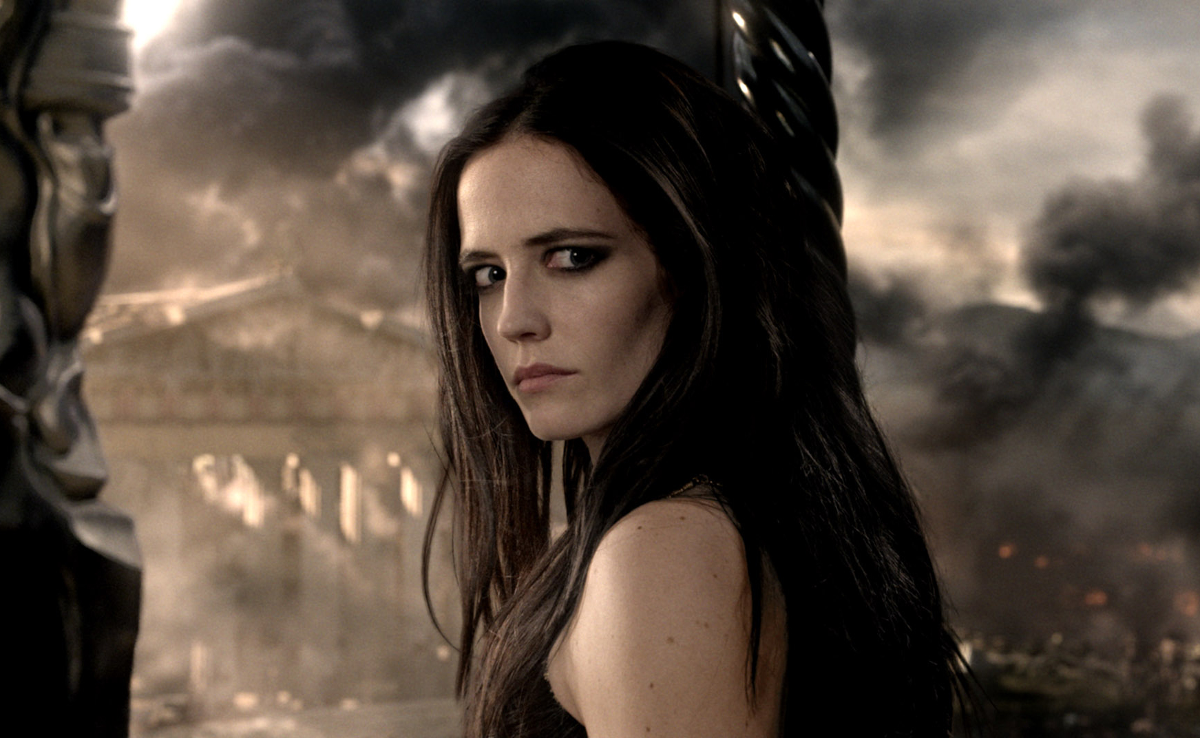 Interview: Eva Green brings bloody battle to '300: Rise of